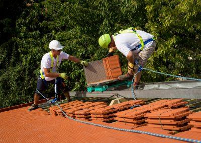 A legkiválóbb tetőfedők nagy munkában!